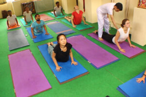 swami-vivekananda-yoga-and-meditation-school-laxmanjhula-pauri-yoga-classes-1nourzm